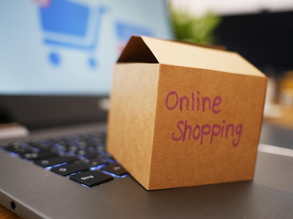 Mua sắm trực tuyến toàn cầu tăng 900 tỷ USD năm ngoái
